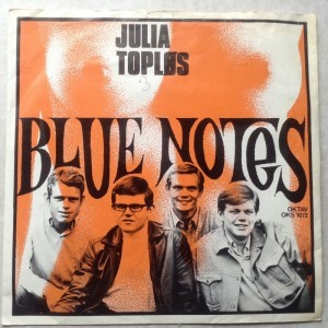 Single Blue Notes, Julia Topløs